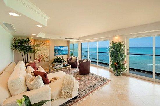Aston Waikiki Beachside Hotel: Royal Kai Lani Suite Living Room