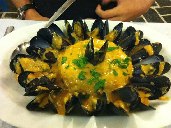 Meze2: Moules in ouzo and garlic sauce