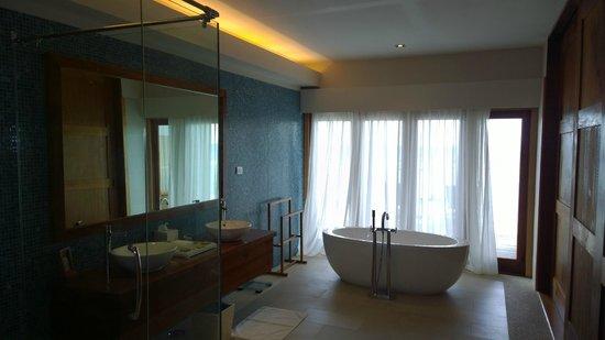 Vakarufalhi Island Resort: Bathroom