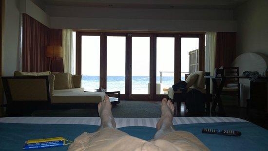 Vakarufalhi Island Resort: View from the bed!