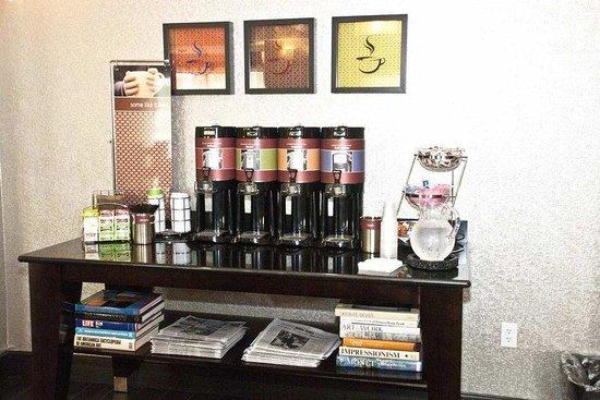 Hampton Inn Maumelle: Coffee Bar