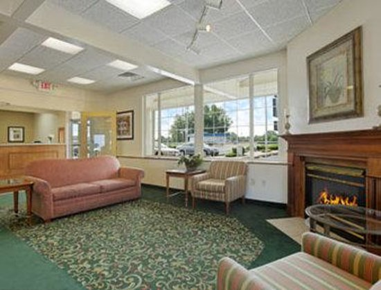 Travelodge Port Clinton OH: Lobby