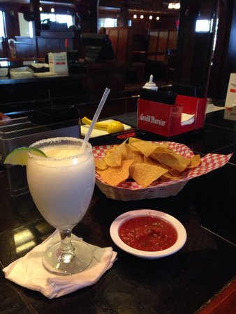 """Peppers Mexican Grill and Cantina: """"Piñarita, bottomless Chips & Salsa"""" PERFECT!"""