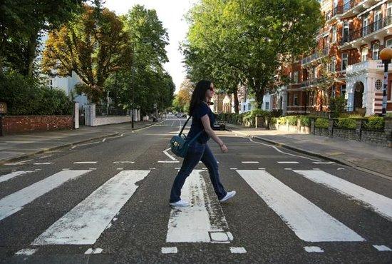 Abbey Road : Um raro momento com a rua vazia.