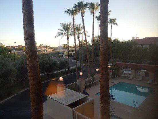 Hampton Inn Phoenix/Chandler: View of the Pool