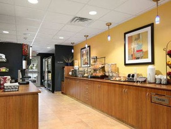 Microtel Inn & Suites by Wyndham Chili/Rochester Airport: Breakfast Area