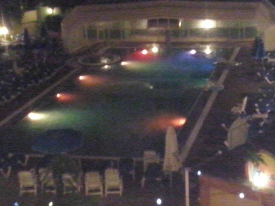Presidente Hotel: vista nocturna de la piscina