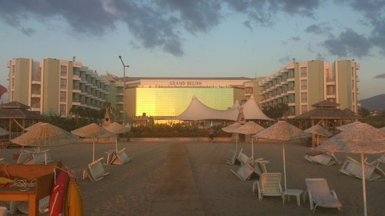 Grand Belish Hotel: View of the hotel from the beach