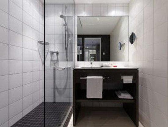 Ramada Innsbruck Tivoli: Bathroom