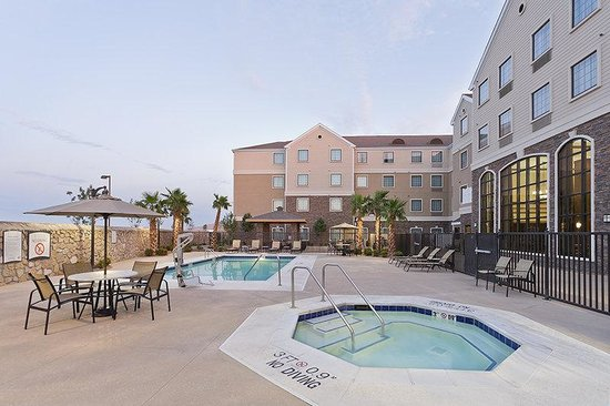 Staybridge Suites El Paso Airport Area: Relax & enjoy our great outdoor pool & patio area!
