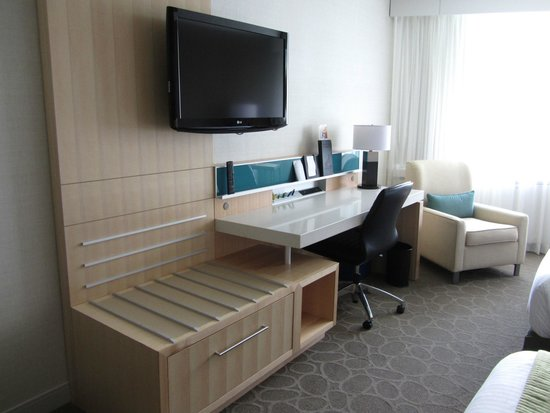 Delta Hotels by Marriott Quebec : desk area
