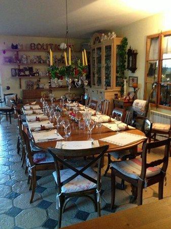 Le Clos des 4 Saisons : Table ready for dinner
