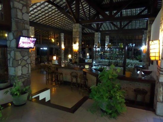 Portal Lencois Hotel: Vista da recepção para o restaurante do hotel.