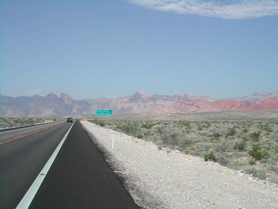 Red Rock Canyon National Conservation Area: Decent bicycling road outside of Las Vegas
