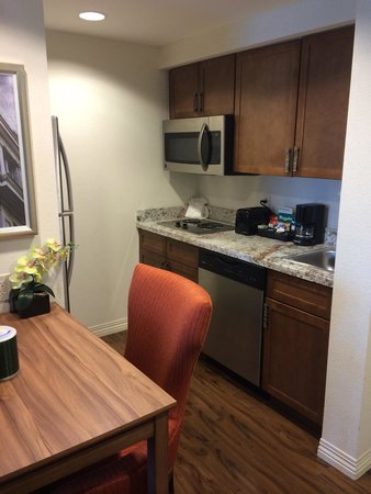 Homewood Suites by Hilton Atlanta Midtown: Kitchenette area