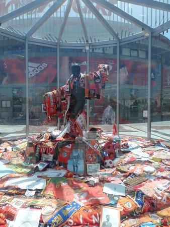 Estadio do Sport Lisboa e Benfica: ofrendas Eusebio, el idolo maximo