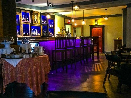 Lane's Privateer Inn: Restaurant/bar.