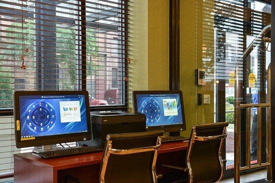 Holiday Inn Express New York - Manhattan West Side: Business Center-printer & Kiosk to meet business and leisure needs