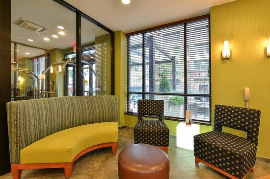 Holiday Inn Express New York - Manhattan West Side: Welcoming lobby for your arrival.