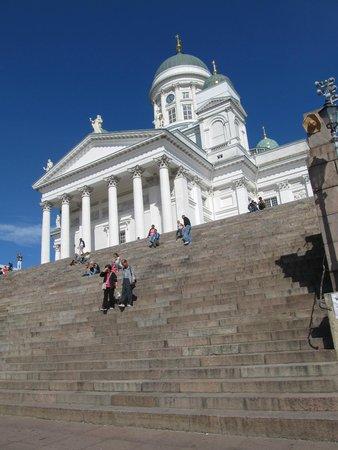 Cathédrale luthérienne d'Helsinki : у подножия