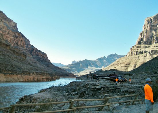 Sundance Helicopters: Landing at the Canyon base for the boat trip