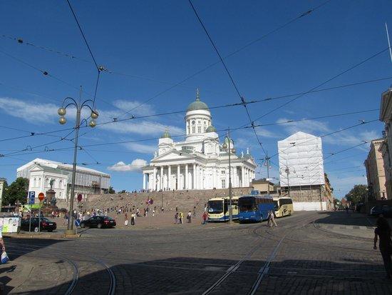 Cathédrale luthérienne d'Helsinki : собор со стороны перекрестка