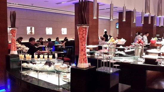 Radisson Blu Plaza Delhi Airport: Restaurant