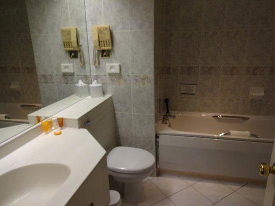 Hallmark Hotel Derby Midland: Bathroom