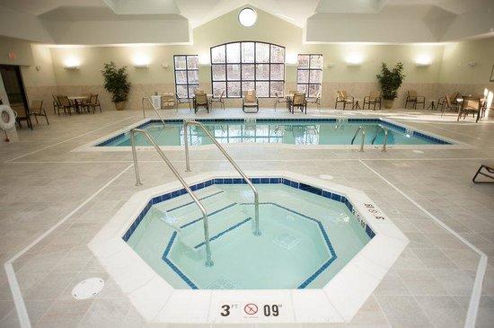 Staybridge Suites Montgomeryville: Relax in the hot tub at the Montgomeryville Staybridge Suites