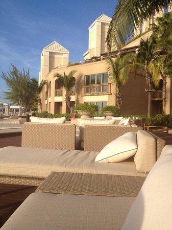 The Ritz-Carlton, Grand Cayman : Beach next to restuarant