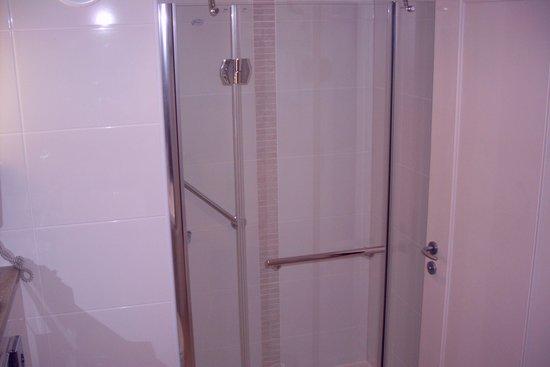 The River Lee: Soaker tub & shower