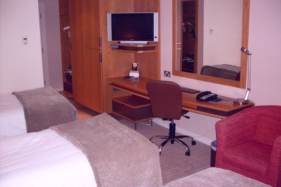 The River Lee: Spacious room