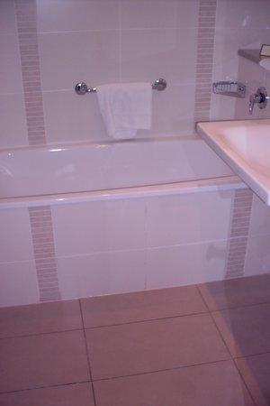 The River Lee : Soaker tub & separate shower