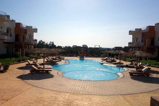 Sheikh Ali Dahab Resort: Salt Water Swimming Pool