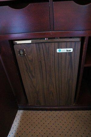 Hotel des Arts : not working refrigerator