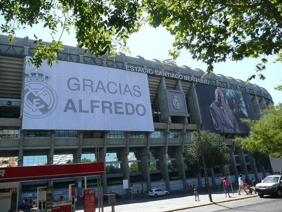 Santiago Bernabeu Stadium: Outside stadium