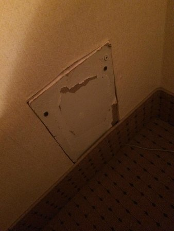 Hotel des Arts : hidden whole in the wall