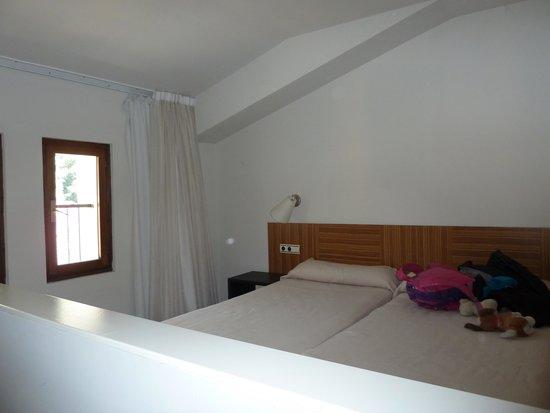 Hotel HG Apartamentos Isaba: Habitación en la parte de arriba