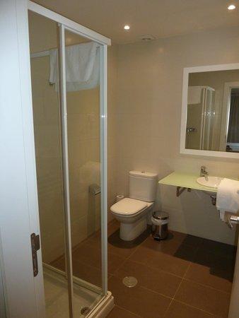 Hotel HG Apartamentos Isaba: Baño completo. Parte de arriba