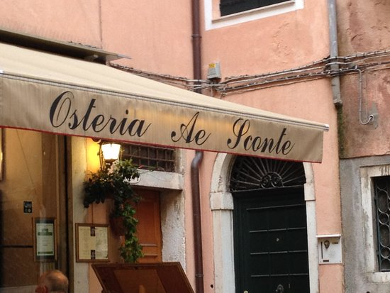Osteria Ae Sconte: Outside the restaurant
