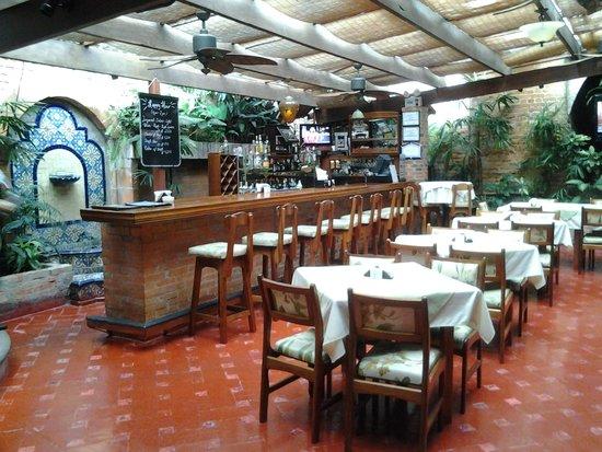 Hotel Dunn Inn: The dining room, and bar.