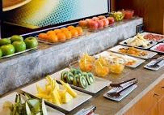 NH Pozuelo Ciudad de la Imagen: desayuno