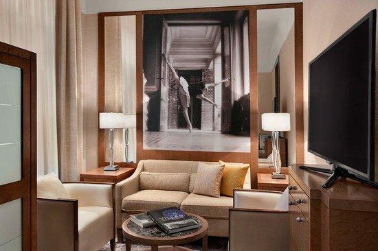 Palais Hansen Kempinski Vienna: Hansen Suite Living Room