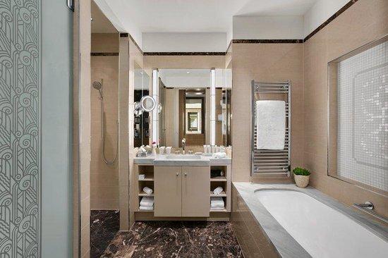 Palais Hansen Kempinski Vienna: Junior Suite Bathroom