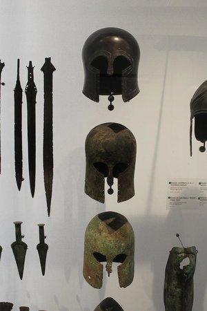 Museo de la Armada: elmi greci