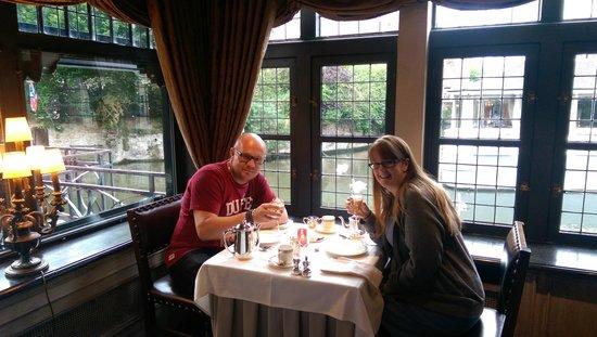 Relais Bourgondisch Cruyce - Luxe Worldwide Hotel: Champagne Breakfast