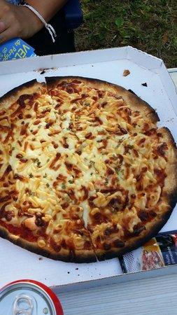 Camping Bleu Soleil : Voila une pizza commandee au resto du camping....plus surgelé que ca tu meurs c est une honte