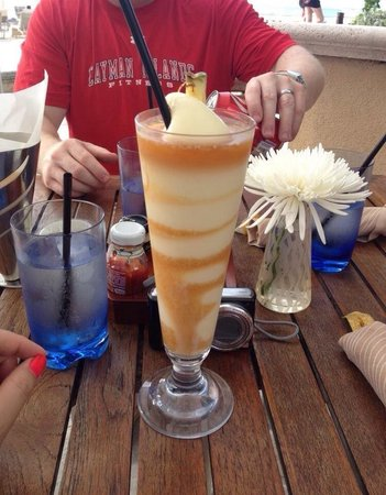The Ritz-Carlton, Grand Cayman: Piña colada drinks were fantastic