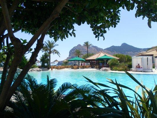 Atlantica Imperial Resort & Spa: Pool and pool bar