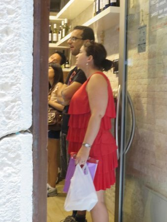 Dal Moro's - Fresh Pasta To Go: The line grows...